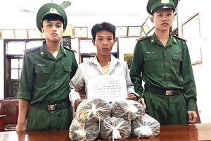 Nghệ An: Bắt đối tượng vận chuyển 20kg thuốc nổ