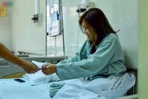 Bệnh nhân sốc ma túy nhập viện được thăm hỏi, tặng tiền gây tranh cãi?