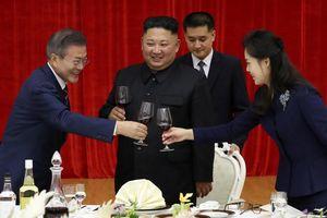 Lãnh đạo Triều Tiên thân mật tiếp đón Tổng thống Hàn Quốc tại Bình Nhưỡng