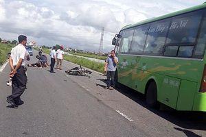 Xe khách va chạm với xe máy, 2 nam thanh niên tử vong