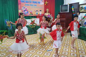 Gần 100 triệu đồng tặng quà Tết Trung thu cho trẻ em có hoàn cảnh đặc biệt