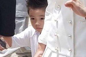 Con trai Lee Byung Hun và Lee Min Jung lần đầu lộ mặt