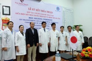 Bác sĩ Đà Nẵng được 'huyền thoại sống' về ghép tạng truyền kinh nghiệm