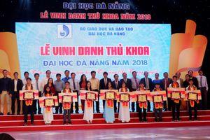 ĐH Đà Nẵng vinh danh thủ khoa mùa tuyển sinh ĐH 2018