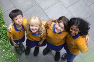 Các em học sinh bắt đầu năm học mới như thế nào?