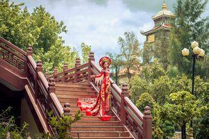 Á hậu Thanh Trang kiêu sa trong trang phục áo dài