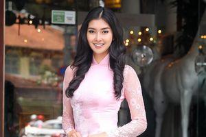 Hoa hậu Quốc tế Kevin Lilliana diện áo dài xinh như thiếu nữ Việt