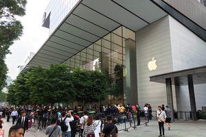 Người dùng Việt Nam xếp hàng dài đợi phiên mở bán iPhone XS / XS Max đầu tiên