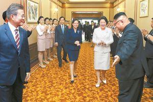 Hình ảnh mới lạ của nhà lãnh đạo Kim Jong-un trong hội nghị thượng đỉnh liên Triều