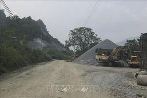 Đường liên xã ở Yên Bái xuống cấp trầm trọng vì xe vận chuyển đá