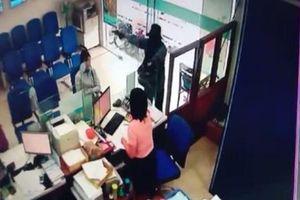 Nghi phạm cướp ngân hàng Tiền Giang tử vong do uống thuốc diệt cỏ