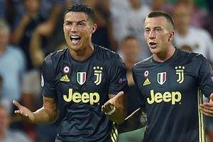 Ronaldo tức tưởi rời sân vì thẻ đỏ