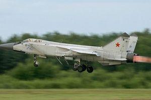 Siêu tiêm kích MiG-31 Nga đâm xuống rừng, bốc cháy dữ dội