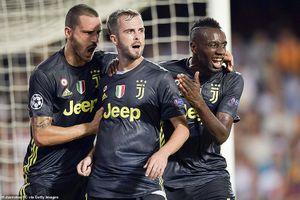 Ronaldo nhận thẻ đỏ, Juventus đánh bại Valencia nhờ 2 quả phạt đền