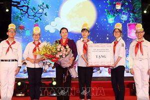 Chủ tịch Quốc hội tặng quà Trung thu cho trẻ em Hà Nội
