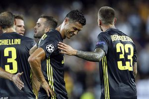 Ronaldo bật khóc nhận thẻ đỏ, Juventus thắng nhọc Valencia