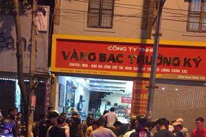 Ba tên cướp táo tợn dùng súng cướp tiệm vàng ở Sơn La