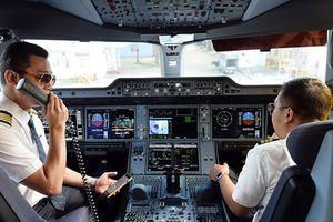 'Làm khó' phi công nghỉ việc: Bộ GTVT có trái luật?