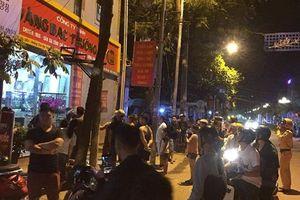 3 thanh niên đi ô tô cướp tiệm vàng trong đêm