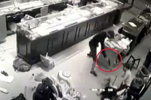 Thông tin mới nhất vụ 3 đối tượng dùng súng cướp tiệm vàng ở Sơn La