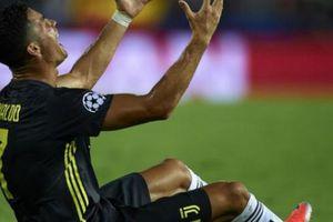 Đã rõ lý do vì sao Ronaldo nhận thẻ đỏ trước Valencia