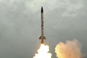 Ấn Độ thử tên lửa đạn đạo mới, Pakistan lo sốt vó
