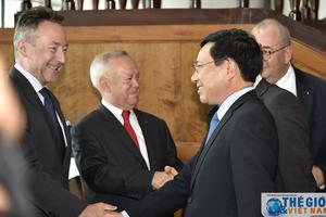 Phó Thủ tướng Phạm Bình Minh ăn trưa làm việc với Đại sứ các nước EU