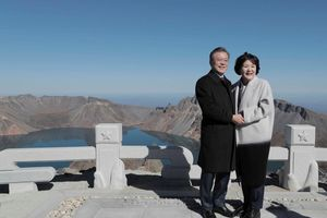 Tổng thống Hàn Quốc tới thăm núi Paekdu cùng ông Kim