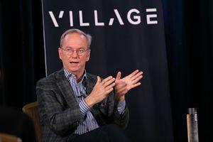 Cựu CEO Google: 'Internet sẽ bị chẻ đôi vào năm 2028'