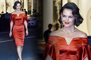 Vợ cũ Tom Cruise diện đầm trễ vai quyến rũ khác lạ