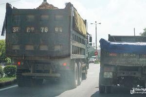 Xe tải cơi nới lộng hành đường Quốc lộ trong tháng ATGT