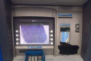 Hình phạt nào cho đối tượng đập hỏng máy ATM vì bị 'nuốt' thẻ ngân hàng?