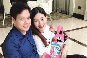 Hoa hậu Đặng Thu Thảo lần đầu lộ ảnh con gái đáng yêu