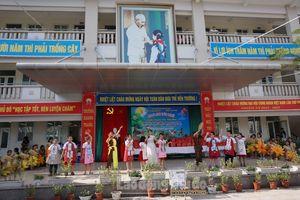 'Vầng trăng yêu thương' đầy nhân ái tại Trường Tiểu học Giang Biên