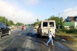 Tai nạn kép, xe khách bốc cháy dữ dội trên quốc lộ 1A