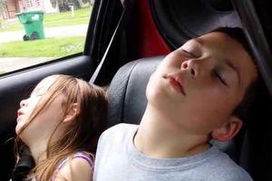 Tại sao ngủ trong xe ô tô đóng kín cửa lại tử vong?