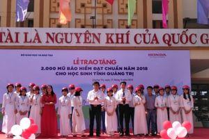 Tặng 2.000 mũ bảo hiểm cho học sinh tại Quảng Trị