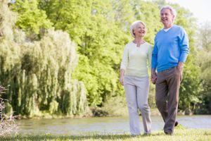 Đi bộ chỉ 35 phút mỗi ngày có thể giảm nguy cơ đột quỵ ở người cao tuổi