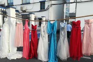Ăn trộm hơn 70 chiếc váy cưới để cảm giác mình như được kết hôn thêm lần nữa