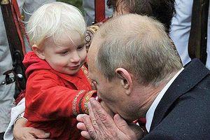 Những khoảnh khắc thân thiện của Tổng thống Nga Putin với trẻ em
