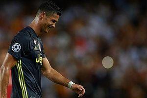 Ronaldo khóc hận vì thẻ đỏ: Nỗi sợ hãi của nhà vua