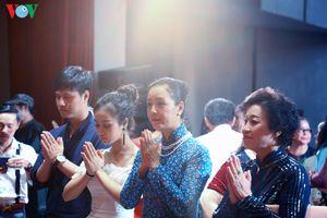 Nghệ sĩ Việt thành kính dâng hương trong lễ giỗ Tổ nghề sân khấu