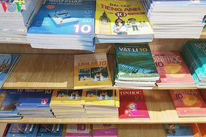NXB Giáo dục Việt Nam: Đã khuyến cáo, học sinh vẫn viết vào sách giáo khoa