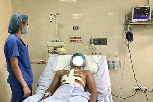 Cứu sống bệnh nhân bị dao nhọn đâm thấu ngực