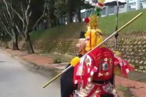 Hai người đóng giả Tôn Ngộ Không và Bát Giới lên Đà Lạt 'thỉnh kinh'