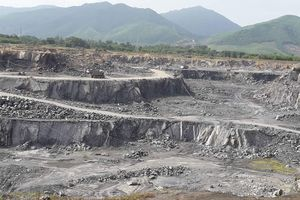 Hàng trăm hộ dân khốn đốn vì mỏ đá vôi