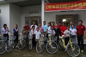 Báo Pháp luật Việt Nam tặng quà trung thu cho thiếu nhi tại Đồng Nai