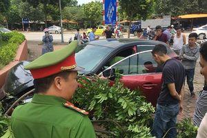 Xe Mazda 3 chuyên náo loạn Hà Nội lại gây tai nạn