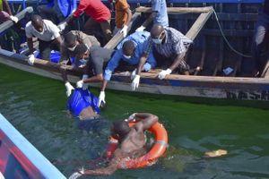 Phà chở khách lật úp trên hồ Victoria, 136 người chết đuối