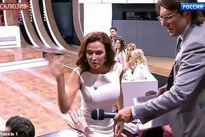 Clip: Nữ diễn viên Nga tát khán giả ngay trên sóng truyền hình